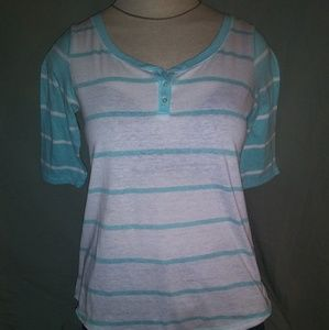 Mint green and white shirt! Aeropostle size small.